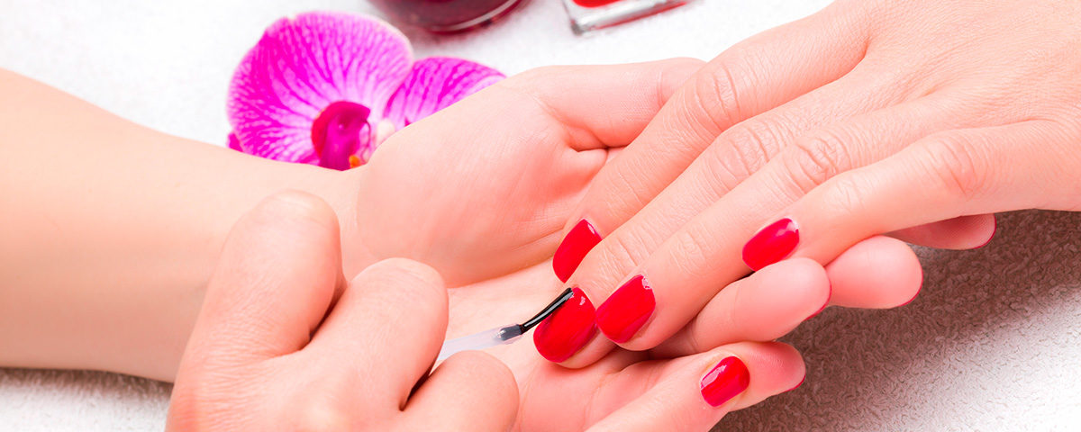 color de moda en manicura primavera