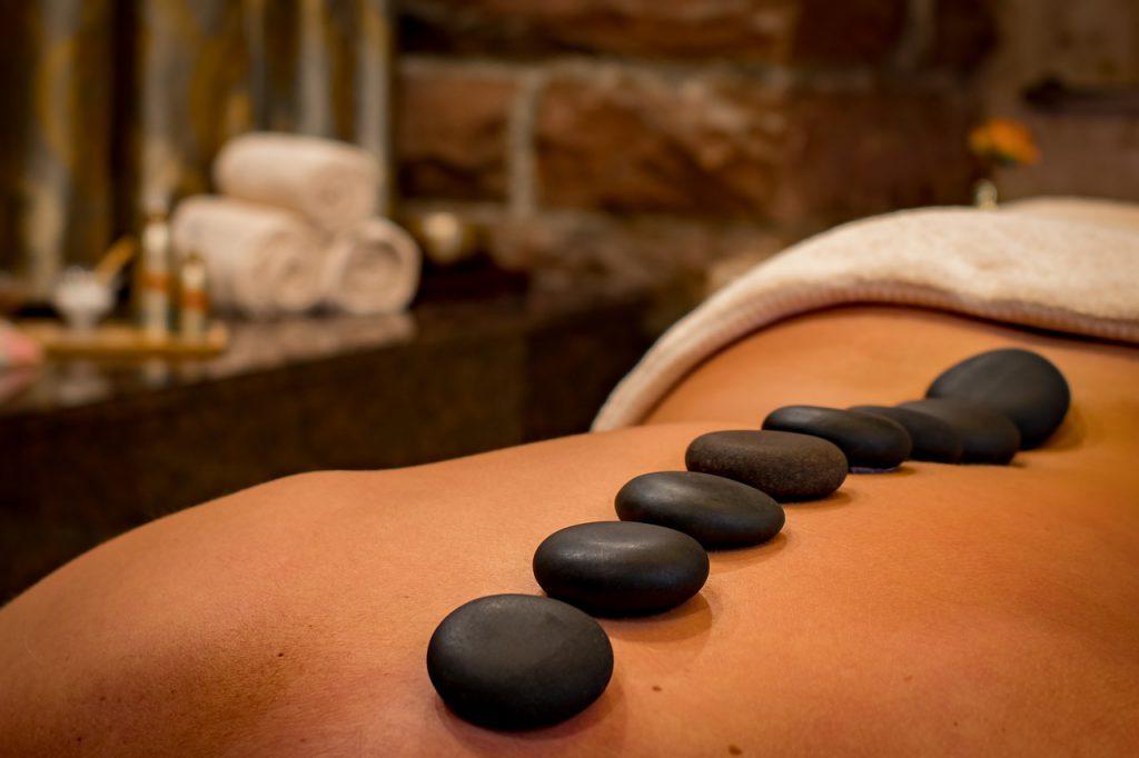 masaje relajante para cuidar la piel despues del verano